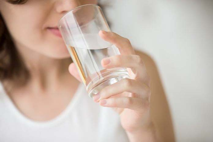 Drinking-water-closeup-640x427